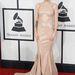 Skylar Grey szintén egy énekesnő, biztosan jobban zenél, mint ahogy öltözködik
