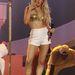 Ő Ellie Goulding, szereti a fehéret az arannyal kombinálni