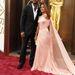 Will Smith mellett estélyi szuperhősnőnek öltözött felesége, Jada Pinkett Smith