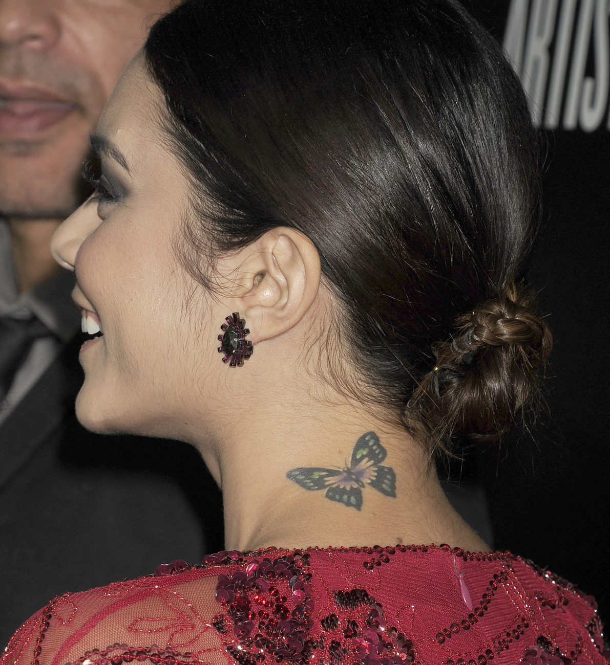 David Beckhamnek egyébként a tarkóján is van tetoválás – mint kb. a testén mindenhol