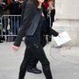 A párizsi haute couture divathéten, a Chanel-bemutatóra menet