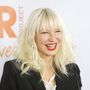 Ő Sia Furler énekesnő, egyenesen Ausztráliából