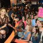Jennifer Lopez az American Idol április 23-i adásában