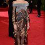 Shailene Woodley színésznő még nem igazán ismert. Talán erről a bizarr ruháról most többen megjegyzik, hogy ki ő