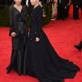 Mary-Kate és Ashley Olsen ritkán szokott összeöltözni, de most nagyjából ezt tették