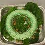 Ez a lantafakúmadár-szakács szép zöld dolgokat hordott össze az udvarláshoz