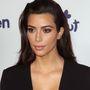 Kim Kardashian kis fekete ruhában az NBCUniversal eseményén