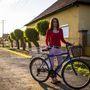 Viki (18, Tiszaföldvár): Négyéves kora óta biciklizik, bár ő ritkábban használja. Mint most is, a boltba jár a kerékpárral. Három éve van meg a cangája, 13 ezer forintért vette.