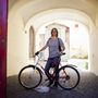 Friderike (20, Pécs): Iskolakezdés óta biciklizik a szintén német lány, a bicaját a pécsi mentorától vette. Az árára ugyan nem emlékezett, de annyit elmondott, ő is jobb szereti a busznál és amúgy is jó dolog a testmozgás. A helyi óvodába jár vele, ahol tanoncként dolgozik.