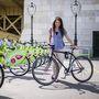 Ivett (23, Budapest, Margit híd): Négy éve biciklizik nagyüzemben, általános közlekedésre használja a cangát. Neki is épített bringája van, mindössze négy hónapja használja. Az előző KTM-je ugyanis eltörött. A mostani árát 50 ezer forintban határozta meg.