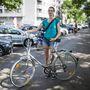 Szilvi (30, Budapest, Bem rakpart): Egy éve biciklizik rendszeresen, zömmel munkába jár vele a Csepel-Budafok távon (itt épp Bel-Budán intézett valamit), de kiruccanásokra is használja. Két éve van meg a mostani járgánya, használtan vette 20 ezer forintért. Bónuszként azt is megtudtuk, 15 ezret költött rá.