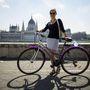 Zita (26, Budapest, Bem rakpart): Kb. négy éve teker rendszeresen, régebben az egyetemre járt, most munkába. Ez azt jelenti, hogy a Hűvösvölgy-BME és az Óbuda-Bazilika távolságokat tette/teszi meg. Bicaját használtan vette egy bringaboltban 35 ezer forintért.