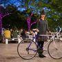 Barbi (28, Budapest, Erzsébet tér): Tömegközlekedés helyett szokott bringázni, rendszeresen kb. 4 éve teszi. Régen iskolába, mostmár munkába és szórakozni jár el így. A biciklije tíz éve van meg, használtan vette. Amúgy korábban versenyeztek is vele, diákolimpián, triatlonversenyeken vett részt a kerékpár. 40 ezer forintért vette.