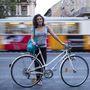 Kriszti (20, Budapest, Múzeum körút):  Szinte mindenhova biciklivel jár, nagyjából a dél-pesti Határ útig bezárólag. Négy-öt éve teker  ilyen sűrűn a városban, és már a negyedik bringáját fogyasztja. Azonban ezek nem új gépek: mindegyik a nagyszülők padlásáról került elő és lett felújítva. Ezt 40 ezerért sikerült, és amúgy 1990 környéki gyártmány.