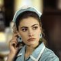 Shelly Johnson – Mädchen Amick pincérnői munkaruhában